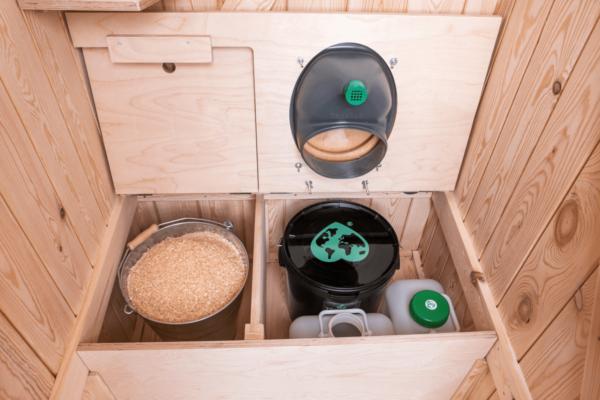 Ecosave Trobolo Kersaboem toilethuisje binnenkant open